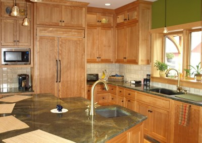 Interesting pendants shed light on granite with wild pattern