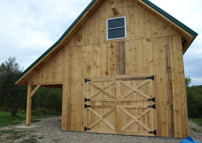 Timber barn with cross-buck doors
